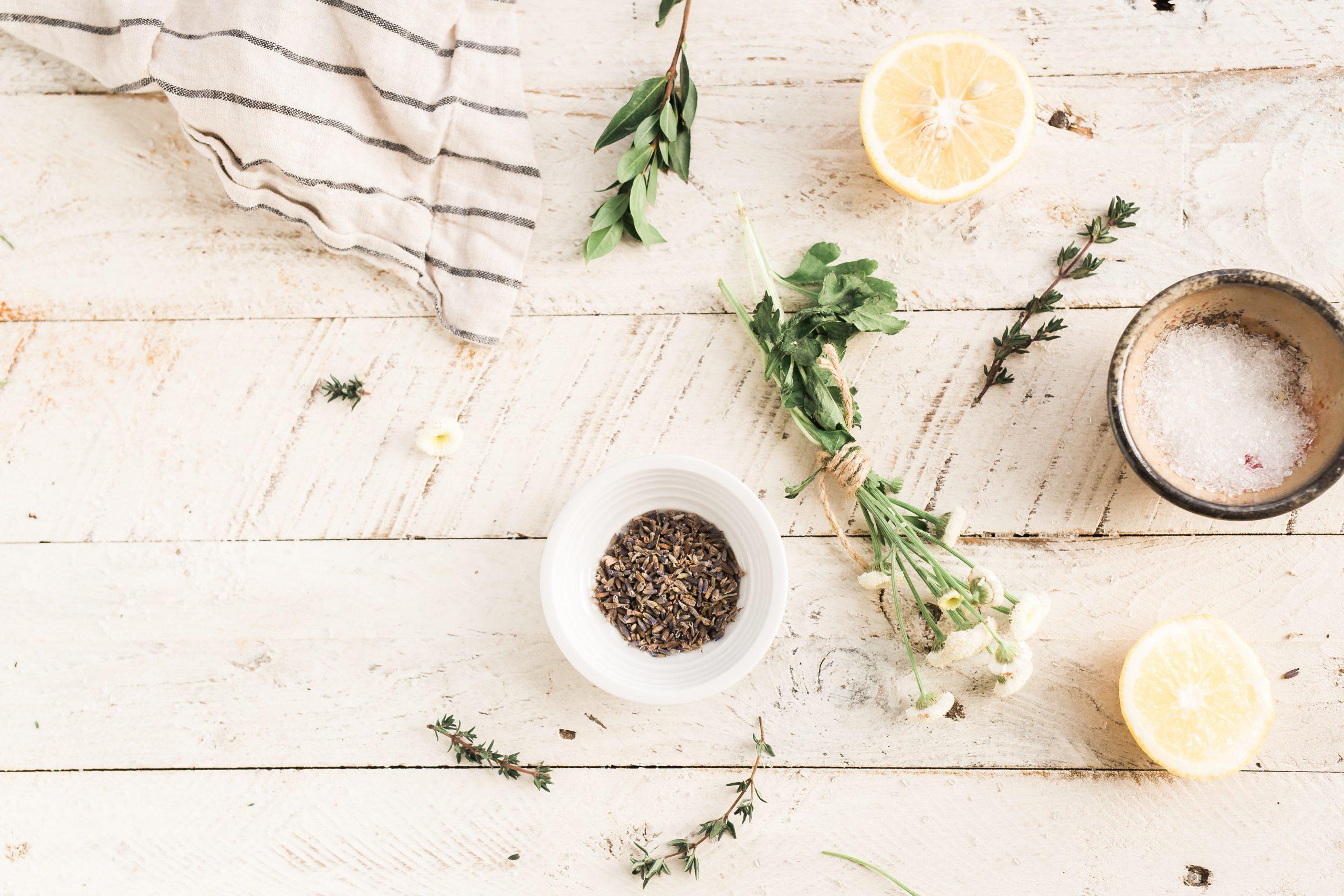 Ingredientes para hacer esencias aromáticas